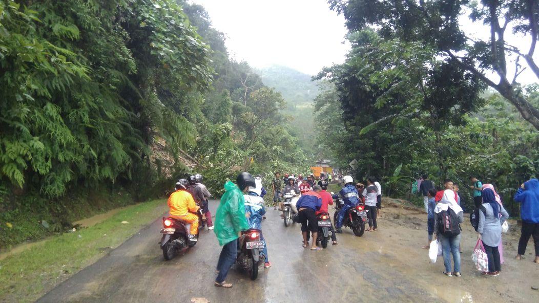 Longsor di Cikalongkulon, Kabupaten Cianjur