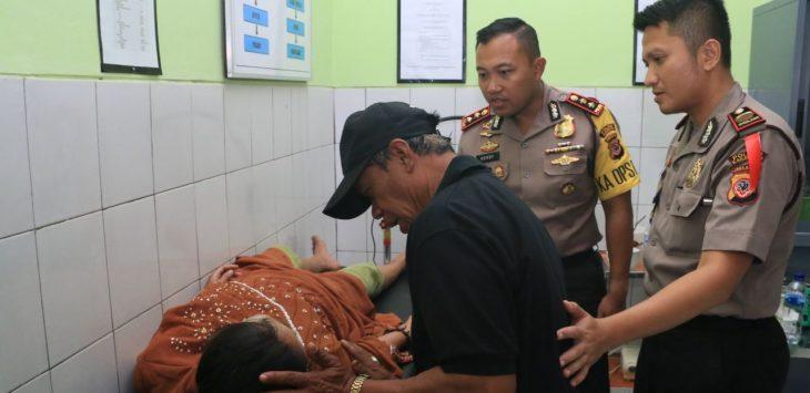 Kapolres jenguk korban perampasan dan pemerkosaan di Karawang./Foto: Rmnol.co.