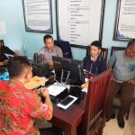 Camat Karangsembung  Nama Camat Karangsembung Hafidz Iswahyudi (baju batik)  saat diperiksa tim Gakumdu Pilkada Kabupaten Cirebon. Dede/pojokjabar