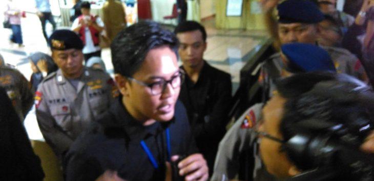 Wartawan sempat ditolak masuki arena Debat Pilgub Jabar./Foto: Rmol