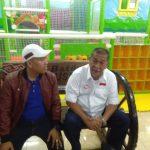 Demiz saat berkunjung ke Kabupaten Cirebon di temani Ketua DPC Partai Demokrat Kabupaten Cirebon, Muklisin Nalahudin. Foto: Bagja/pojokjabar