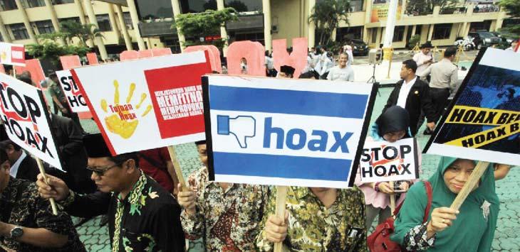 DEKLARASI: Kepolisian Daerah Jawa Barat, tokoh organisasi masyarakat, serta sejumlah pimpinan media massa menggelar Deklarasi Anti-Hoax di Mapolda Jabar, Jalan Soekarno-Hatta, Kota Bandung, Selasa (13/3). Kegiatan tersebut dilakukan guna menciptakan situasi keamanan dan ketertiban masyarakat yang kondusif pada pelaksanaan Pilkada Serentak Jabar 2018. RAMDHANI/RADAR BANDUNG