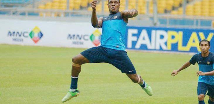 LATIHAN TERPISAH: Victor Igbonefo latihan terpisah dengan tim Hariyono dkk karena masih proses penyembuhan cedera. Ist