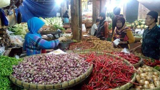 Suasana pedagang cabai di Pasar Kanoman/Foto: Alwi