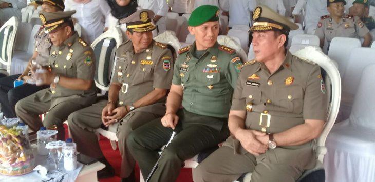 Dari Kanan ke Kiri : Plt Bupati Purwakarta Dadan Koswara, Dandim 0619 Letkol.Inf. Ari Maulana dan Kasat Pol PP Purwakarta.