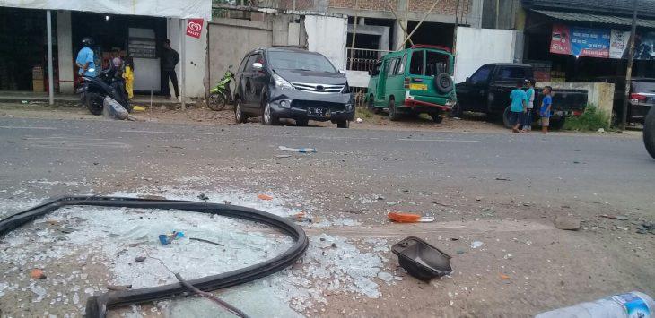 Tabrakan beruntun terjadi di perempatan Cimaung Purwakarta, Sabtu (10/3/2018).