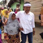 Calon Wakil Gubernur Jawa Barat Dedi Mulyadi saat menyapa warga Desa Tridaya Sakti, Tambun Selatan.Enriko/Pojokjabar