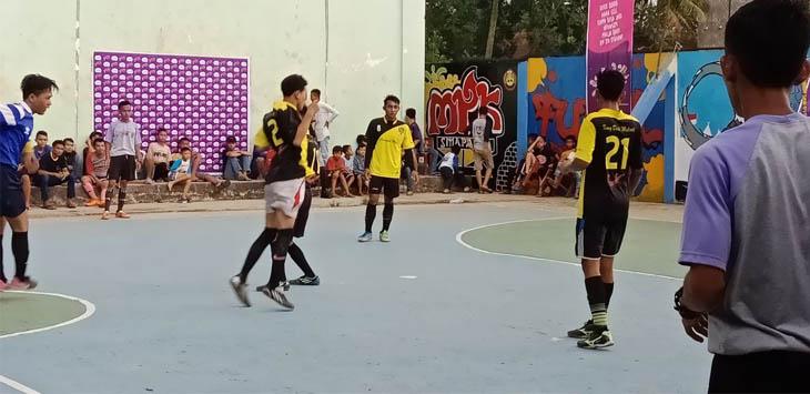 SERU: Pertandingan futsal yang diikuti oleh peserta SMP/MTs di Pasundan Cikalongkulon. FOTO: SARAH ASIFA/RADAR CIANJUR