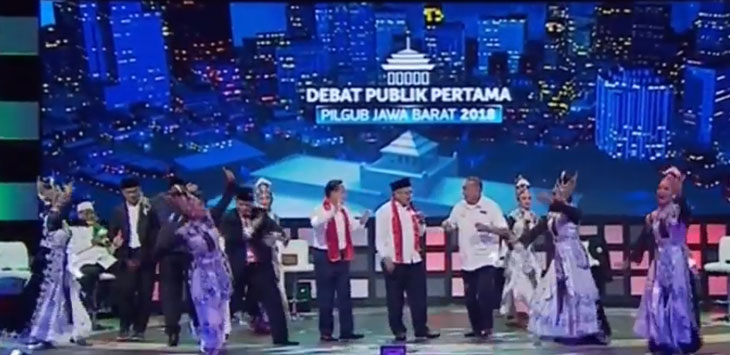 JOGET: Para Paslon nomor 3 berjoget di sela acara Debat Publik Pilgub Jabar 2018, Bandung./Foto: Istimewa