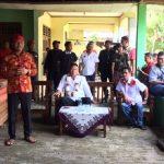 Calon Gubernur Jawa Barat Tb Hasanuddin saat menyapa warga Cikarang Timur, Kabupaten Bekasi. Enriko/Pojokjabar