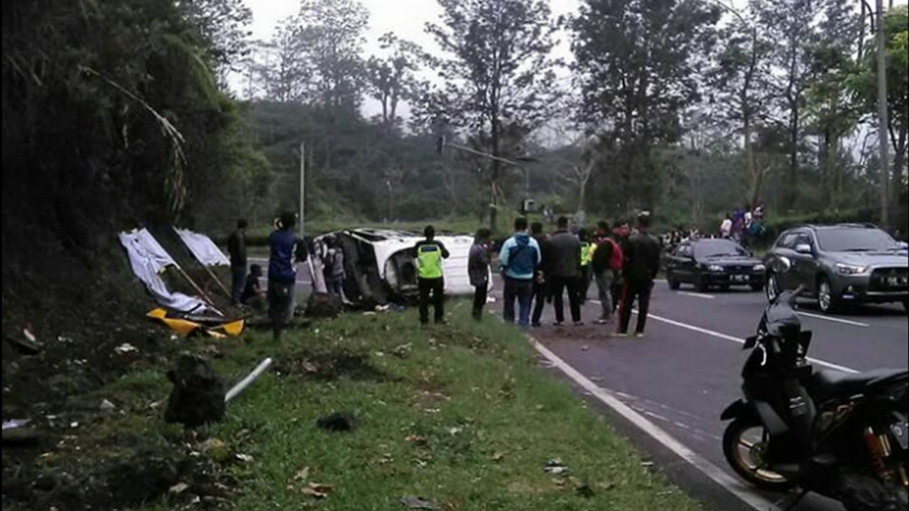 Kecelakaan maut di Tanjakan Emen kembali terjadi, Senin (12/3/2018)/Foto: Twitter.
