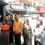 PERTAMA DI CIANJUR: Wakil Bupati Cianjur Herman Suherman resmikan parkir digital di Pasar Cipanas.