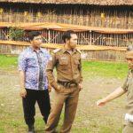 SIDAK: Jajaran Muspika Kecamatan dan Kelurahan Cibadak saat mendatangi lokasi ternak milik PT RPB Desa Warnajati, Kecamatan Cibadak.