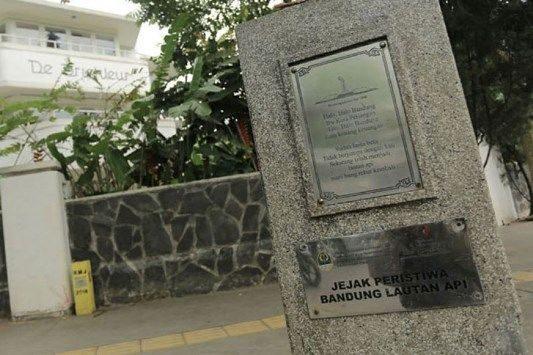 INILAH stilasi yang menjadi pengingat Jejak-jejak peristiwa Bandung Lautan Api. (FOTO : Humas.Bandung.go.id)