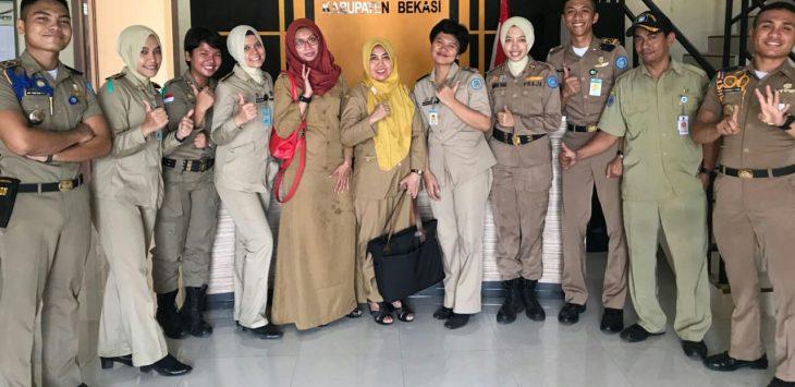 Praja IPDN foto bersama di Kecamatan Sukawangi, Kabupaten Bekasi. Foto : Humas Pemkab Bekasi for Pojoksatu