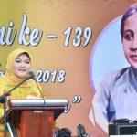Bupati Bekasi Neneng Hasanah Yasin saat memberikan sambutan di peringatan Hari Kartini tingkat Kabupaten Bekasi di Halaman Kantor Kecamatan Tambelang. Foto : Humas Pemkab Bekasi for Pojoksatu