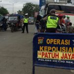 Sat Lantas Polres Metro Bekasi gelar Operasi Patuh Jaya 2018 di depan Terminal Cikarang Kabupaten Bekasi. Foto : Enriko/Pojokjabar
