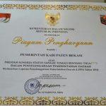 Penghargaan untuk Pemerintah Kabupaten Bekasi atas Laporan Kinerja Penyelenggaraan Pemerintah Daerah Tingkat Nasional Tahun 2016. Foto : Humas Pemkab Bekasi for Pojoksatu