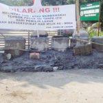 Akses Masuk ke Kecamatan Limo Depok Diblokade