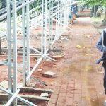 MENYALAHI ATURAN: Sejumlah warga terusik dengan adanya bangli di Situ Pengasinan, sehingga kesulitan saat ingin berolahraga lari di situ, minggu (22/4/18). Irwan/Radar Depok