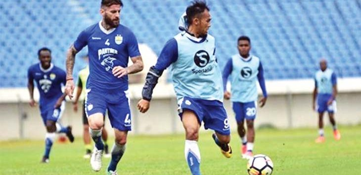 ABSEN : Bojan Malisic terancam absen melawan Arema FC hari Minggu mendatang. bojan mengalami cedera di hidugnya usai bertabrakan dengan bek Mitra Kukar. NET