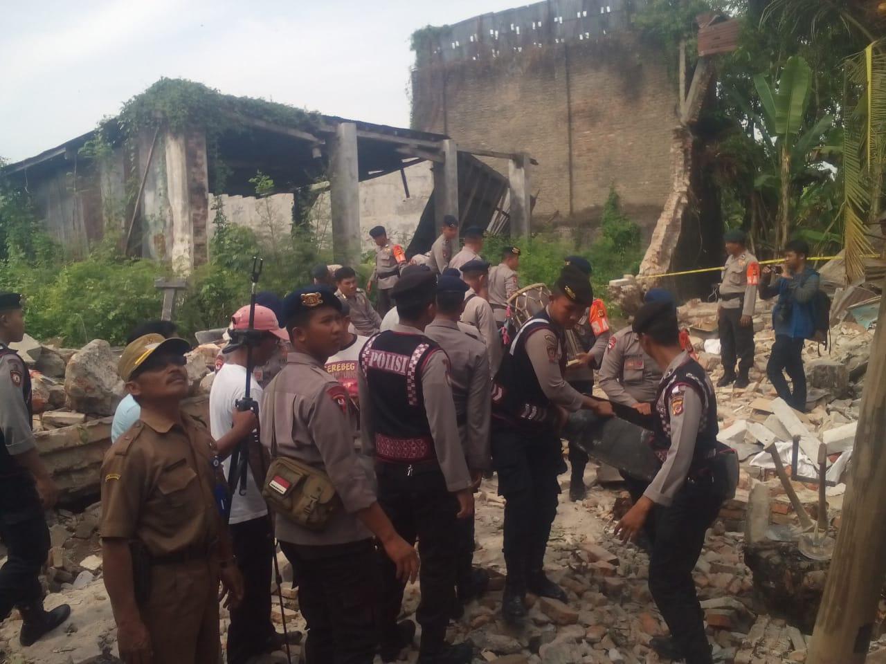 Detaseman C Plopor Sat Brimob Polda Jawa Barat, di turunkan bantu evakuasi korban. Foto: Dede/pojokjabar.com