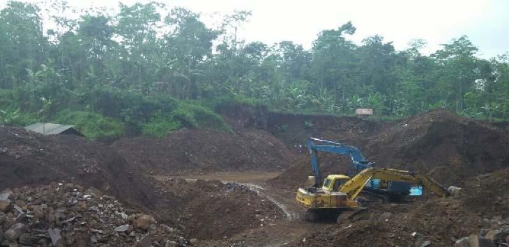 ILEGAL: Aktivitas galin C yang beroperasi di Desa Cimanglid Kecamatan Kasomalang Kabupaten Subang.