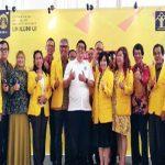 DIBENTUK: Pengurus Pusat Ikatan Alumni Universitas Indonesia (ILUNI UI) berfoto bersama usai mendirikan dan meluncurkan Lembaga Hukum ILUNI UI, rabu (25/4/18). ILUNI UI FOR RADAR DEPOK