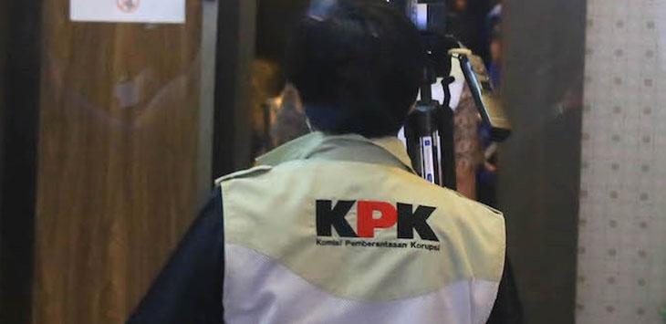 Salah seorang Penyidik KPK saat sedang melakukan penggeledahan (ilustrasi)/Foto: jpc
