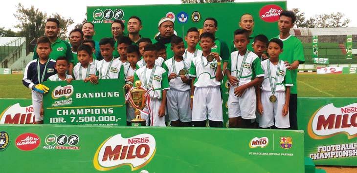 JUARA: Sumedang Juara 1 Milo Fotball Championship Regional Jabar. TOHA HAMDANI/RADAR SUMEDANG