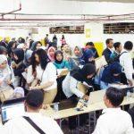 Para pencari kerja saat menghadiri Bursa Kerja yang diselenggarakan oleh Disnaker Kota Depok. Heru Sasongko/Metro Depok