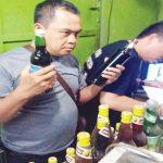 RAZIA: Polisi merazia toko jamu yang ada di Purwakarta untuk menyisir peredaran miras.