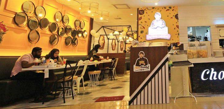 PAJAK RESTORAN: Pengunjung sedang berada di restoran pada salah satu pusat perbelanjaan di kawasan Jalan Margonda Raya. Pemerintah Kota Depok terus berupaya meningkatkan pendapatan daerah dari pajak restoran. Ahmad Fachry/Radar Depok