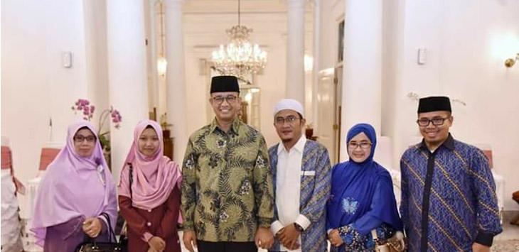 Rifdah Farnidah saat bersama Gubernur Jawa Barat Anies Baswedan./Foto via Facebook
