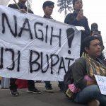 Sejumlah Mahasiswa yang tergabung di KAMMI mengadakan aksi menuntut  Marwan-Adjo, Kamis (19/4/2018)./Foto: via Rmol.co.