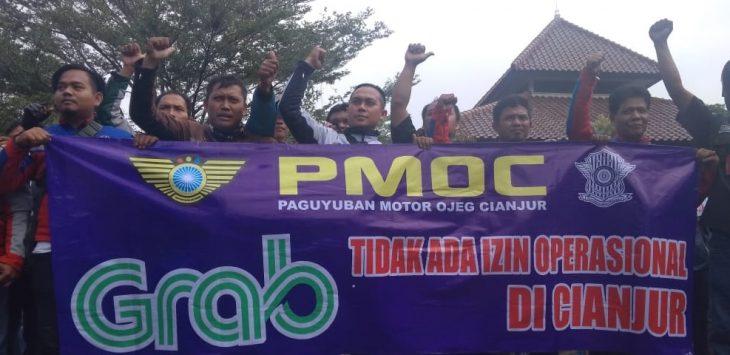 PMOC kepung DPRD Cianjur minta angkutan online ditutup