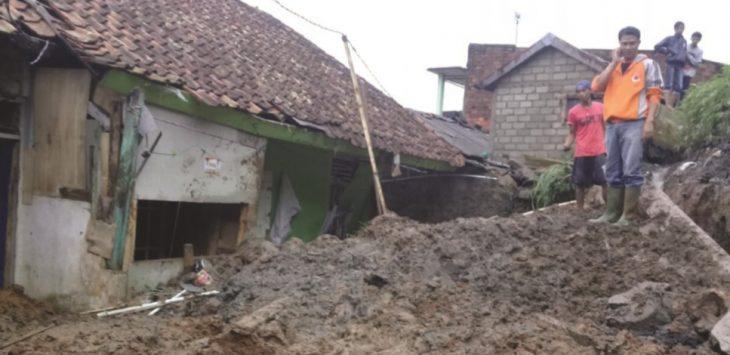 Longsor di Ciaulpangkalan rusak empat rumah warga