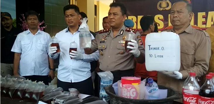 Polres Sukabumi ungkap kasus miras oplosan, Selasa (10/4/2018)./Foto: Istimewa