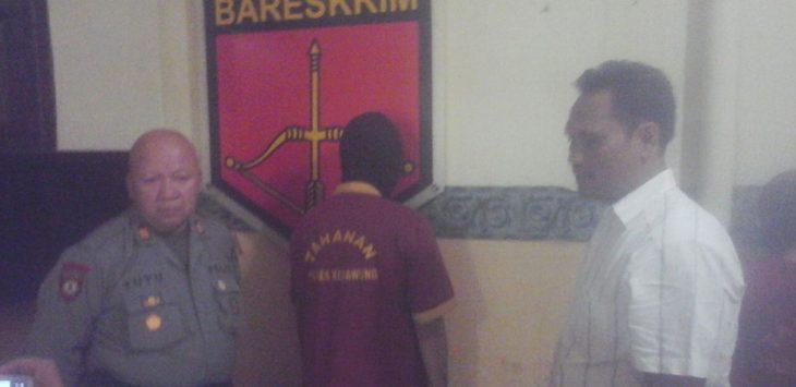 Pelaku pencurian dengan pemberatan (Curat) saat ditangkap anggota kepolisian sektor (Polsek) Kedawung. Foto: Alwi