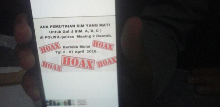 Informasi pemutihan SIM (Surat Ijin Mengemudi) di wilayah Polres masing-masing setelah diberi tanda hoax oleh kepolisian Cirebon Kota. Kabar tersebut tidaklah benar. Foto: Alwi