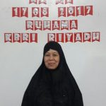 Nenek Ilus berpose di Rumah Harapan Mandiri ( Ruhama) KBRI Riyadh./Foto: via Jawapos.com.