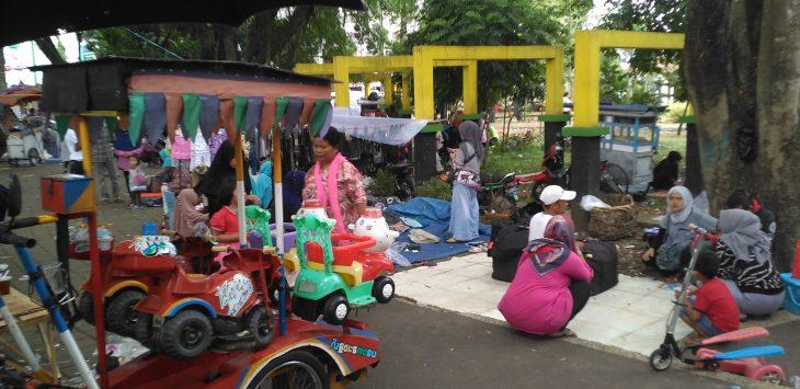 Taman Alun-alun Singaparna jadi pasar dadakan./Foto: via Rmoljabar