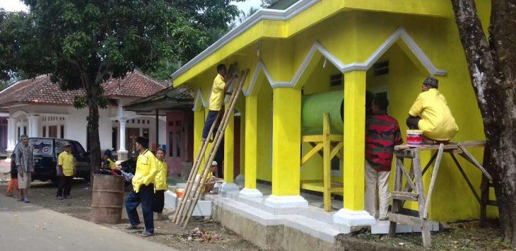 para relawan, sayap partai, kader dan simpatisan partai Golkar Kecamatan Bojong Purwakarta Jawa Barat. Kembali menggelar aksi sosial ' Bebersih Masjid ' yang rencananya dilaksanakan hingga jelang Idul Fitri nanti.