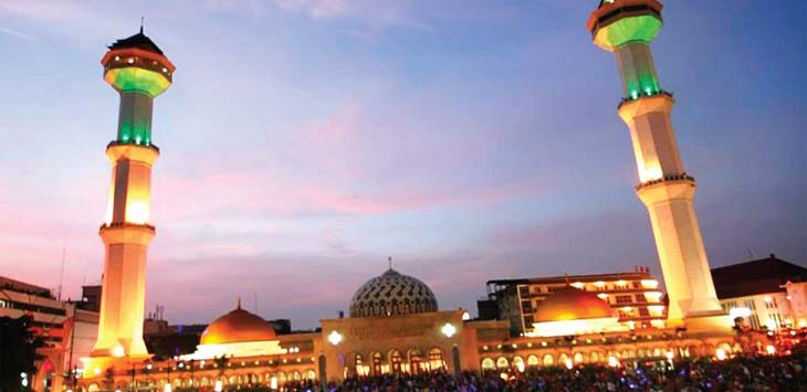 BERKUPON : Takjil di Mesjid Agung Bandung akan memakai kupon dengan tujuan tepat sasaran pada orang yang berpuasa. Ramdani/Radar Bandung