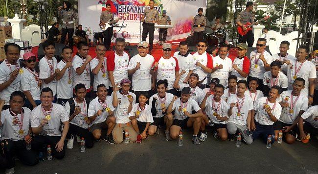 Bhayangkara Color Run  digelar di depan kantor Balaikota Cirebon, Minggu (13/5).