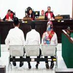 SIDANG: Terdakwa korupsi RTLH di Kelurahan Sukamaju, Cilodong saat menjalankan persidangan di Pengadilan Tipikor Bandung. Ist