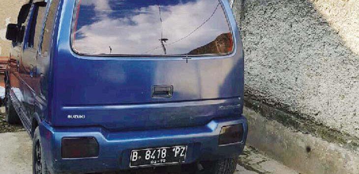 TERPARKIR: Mobil yang dimasuki kedua balita ini terpakir di halaman kontrakan orang tua korban.