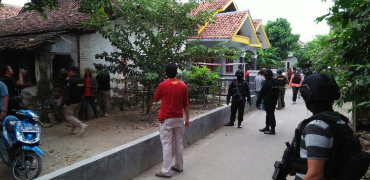 Suasana penangkapan terduga teroris./Foto: Alwi