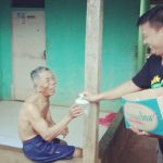 Relawan Anne-Aming bagikan menu takjil