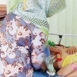 TERBARING: Ibu hamil, Dede Hervit yang menjadi korban penusukan saat terbaring lemas pasca operasi akibat luka tusukan di bagian perutnya.